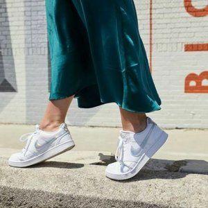 Nike COURT VISION Low Top Platform Fashion Sneaker
